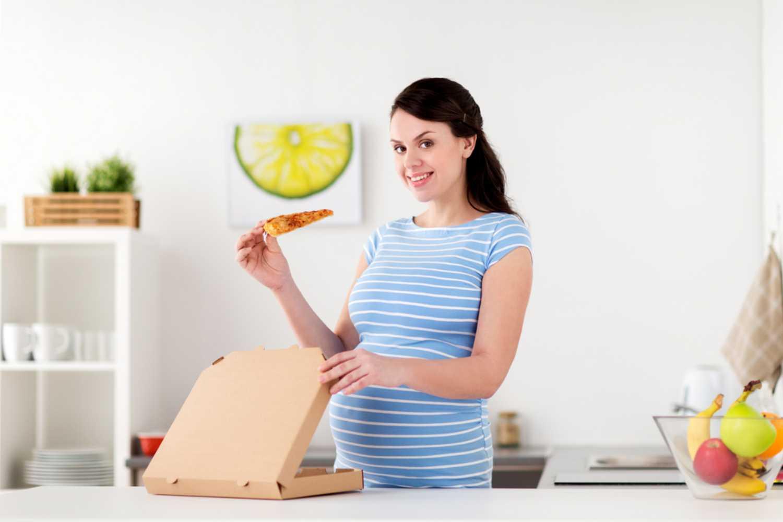 pregnant women eating pizza
