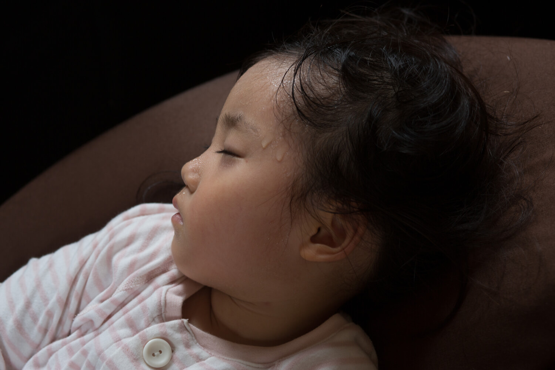 head sweating of sleeping baby