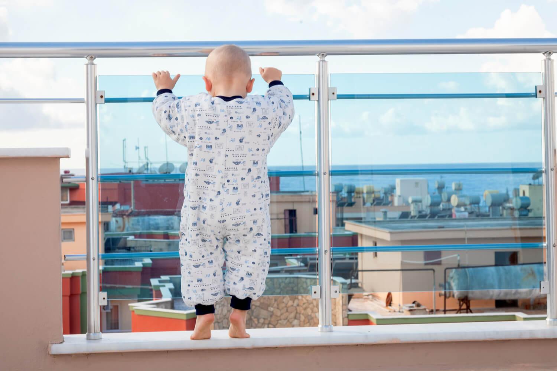 baby unattended in balcony