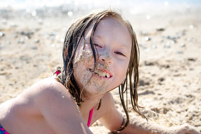 kid eating dirt